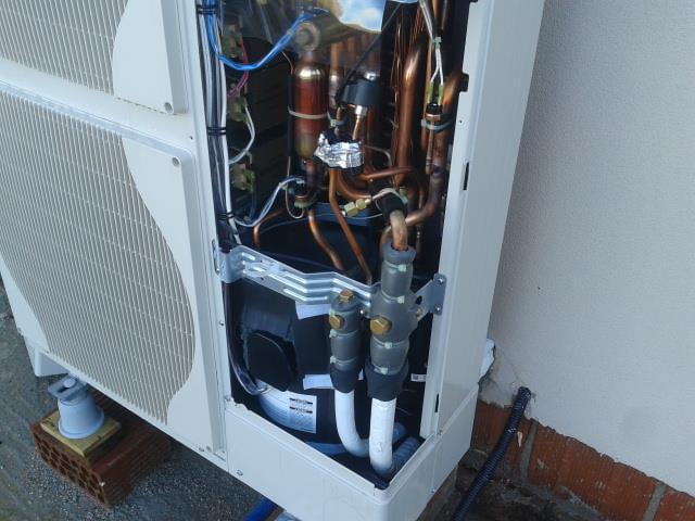 Applitek impianto di riscaldamento con pompa di calore for Impianto di riscaldamento con pompa di calore